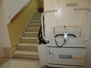 Felvonó lépcsővel